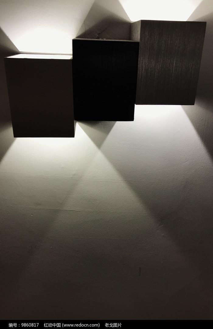 交叉光影图片