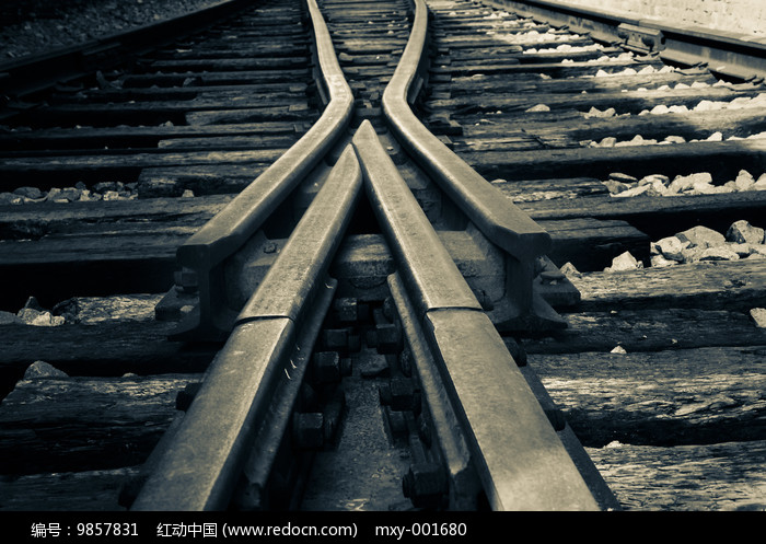 铁轨道岔特写图片