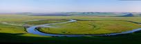 草原蜿蜒的河流