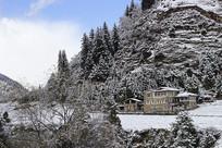 民族建筑雪山蓝天白云风景摄影