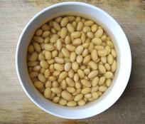 清水泡黄豆