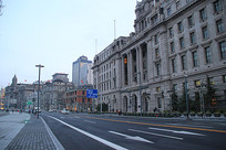 上海外滩的宽敞大道