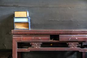 中国古代的书桌和书籍