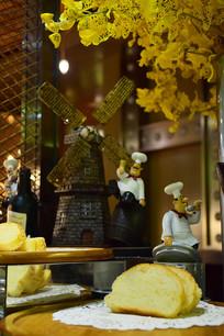 自助餐厅风车厨师摆件面包切片