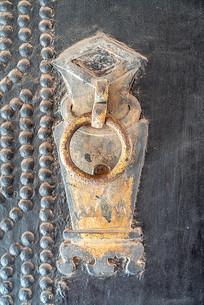 古代大门上的拉环