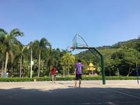 公园篮球架男孩篮球场