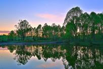 森林湖暮色风景
