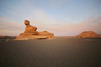 黎明时分的雅丹地质公园