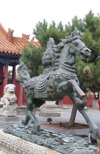 马踏祥云青铜雕像