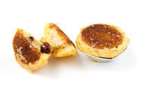 特色小吃蔓越莓椰子饼白背景
