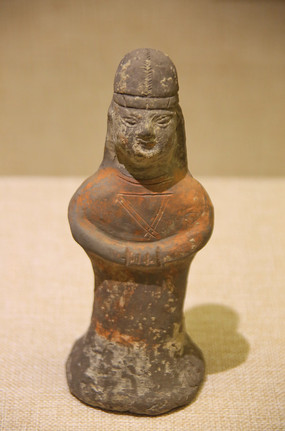 北魏彩绘立式灰陶俑