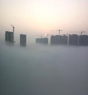早晨的高楼建筑工地