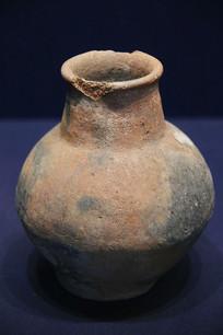 长颈小口夹砂红陶罐汉代