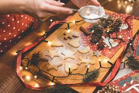烘烤充满爱的圣诞节曲奇饼