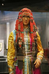 蒙古族少女民族服饰