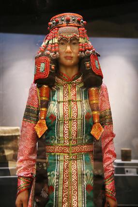 蒙古族盛装民族服饰