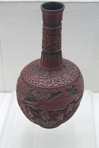 雕漆童戏纹长颈瓶清代