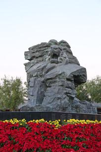 雄狮正面雕像