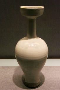 白瓷盘口长颈瓶