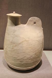 白釉单孔鸡冠壶