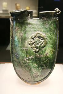 绿釉蟠龙菊花纹双孔鸡冠壶