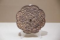 金代验镜官铸款四花纹葵花镜