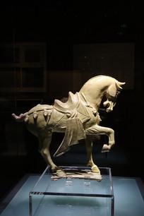 唐代釉陶舞马俑