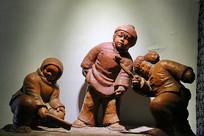 嬉戏的儿童雕像