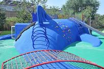 游乐场的塑胶仿真海豚攀爬组合