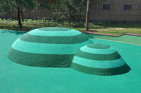 游乐园的塑胶攀爬土丘