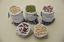 布袋装五谷杂粮黄豆红豆