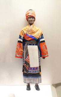 贵州安顺苗族女盛装