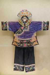 贵州松桃土家族绣花鸟纹女服
