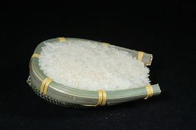 簸箕装大米