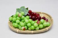 水果篮青皮红皮葡萄