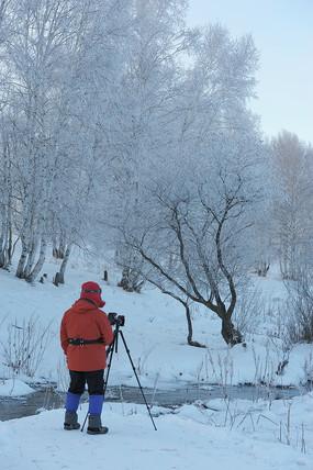 雪中摄影人