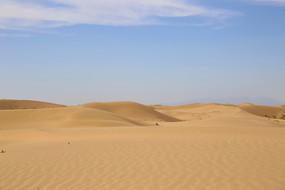 起伏沙丘库布齐沙漠腹地