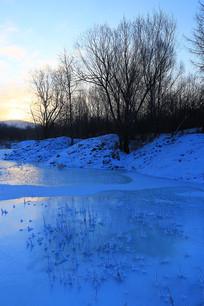 冰河雪色早晨