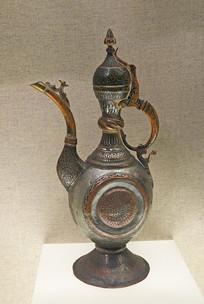 喀什维吾尔族刻花填漆铜水壶