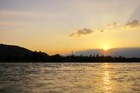 波光粼粼黄河落日余晖