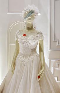 穿婚纱的模特