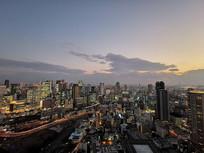 俯瞰日本大阪城市夜景