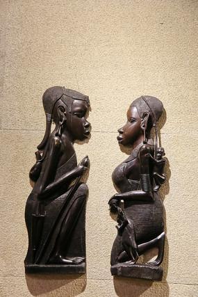 非洲妇女木雕挂饰