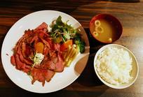 日本料理烤牛肉饭