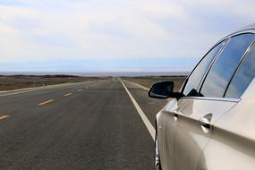 自驾小汽车旅途道路