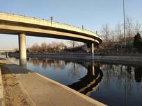 河面上的桥梁