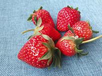 草莓红艳艳