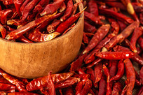 碗里的红辣椒特写