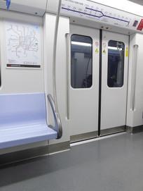 上海干净的地铁车厢摄影