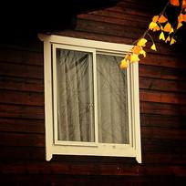 白色玻璃窗户
